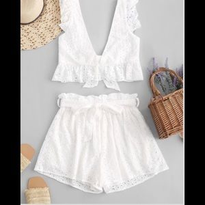 ZAFUL SHORTS AND TOP EYELET WHITE NWT! Size Med.